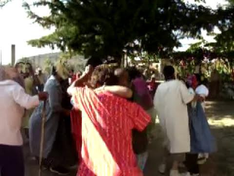 mojingangas bailando en la capilla del DS a ritmo de centella
