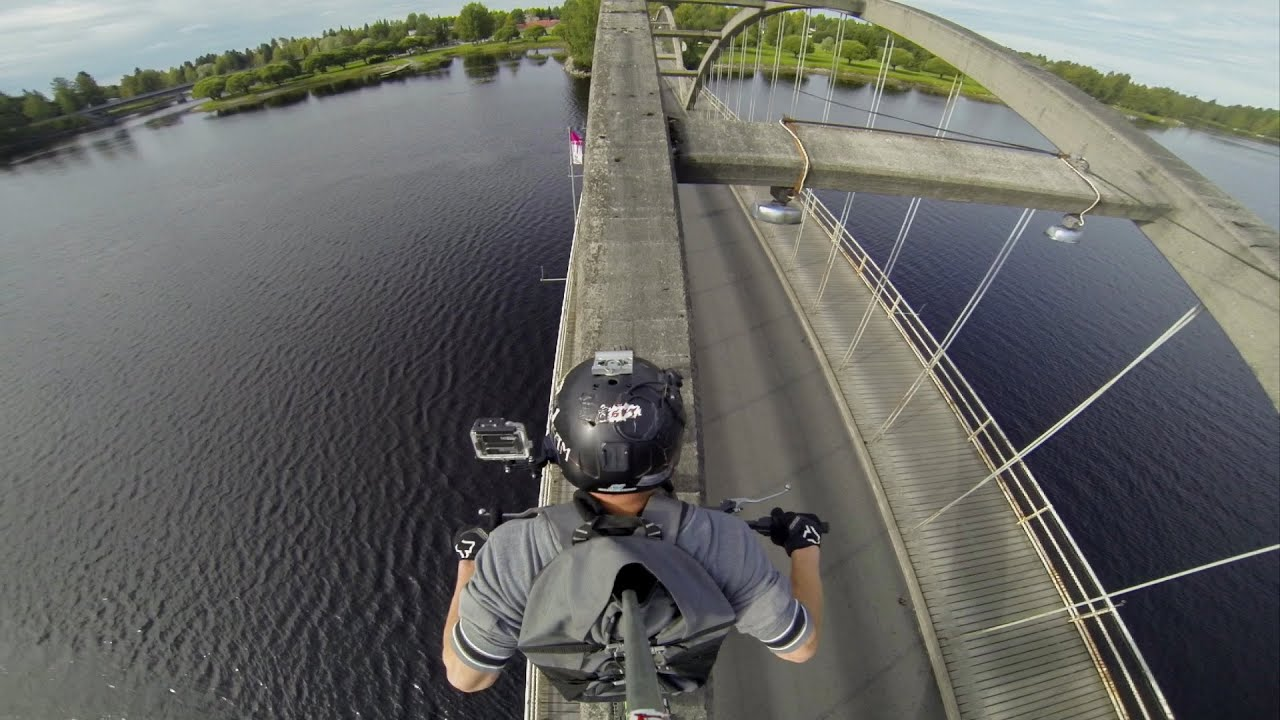 Traverser un pont de façon originale