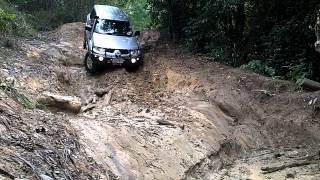Mitsubishi Challenger (Pajero Sport) off road -  steep descent