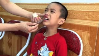 Con giai nhổ cái răng đầu tiên!!