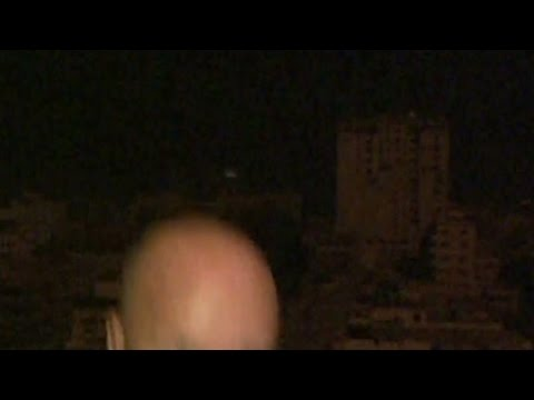 CNN reporter ducks after explosion in Gaza klip izle