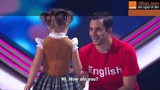 [AROMA] Cô bé 4 tuổi nói thành thạo 7 thứ tiếng