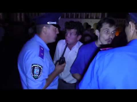 Михаил Лебедь требует от милиционера - представиться.