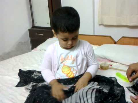 Akshu Playing With Chunni video