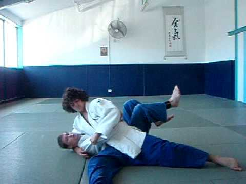 Kesa gatame escape
