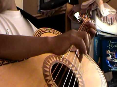 Mariachi Arequipa guitarron Cataclismo JAVIER SOLIS GUITARRON