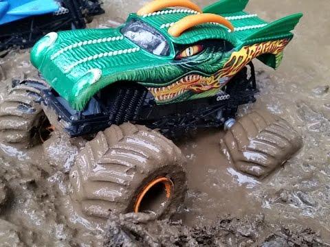 Monster Truck Mud Bog Hill Climb Accidents / Monster Trucks for Kids