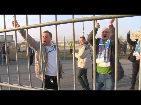 Kibice Błękitnych Wchodzą Na Stadion W Poznaniu [ Lech - Błękitni ]