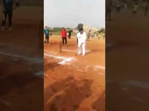 वायरल हो रही है अखिलेश यादव की यह विडियो || Akhilesh Yadav Latest Video Cricket Match || Apni Team