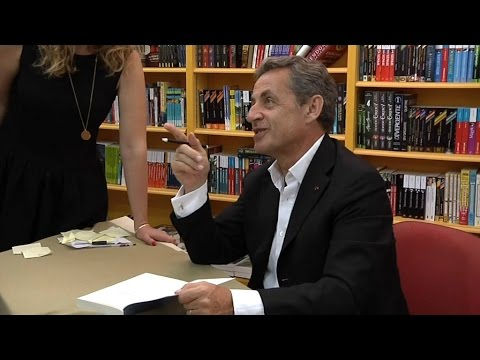"Nicolas Sarkozy ironise sur le ""bon coiffeur"" de François Hollande"