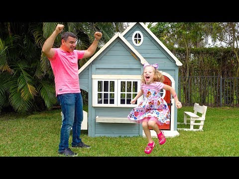 Stacy and papa pretend play with playhouses