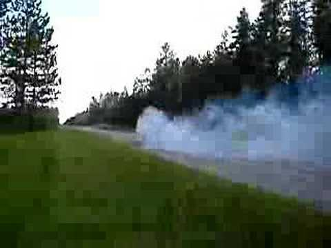 Burnout with a 2005 Ford F-350 6.0L Powerstroke Video