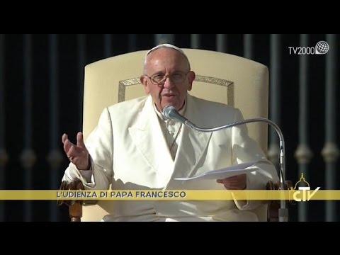 El papa lamentó que las familias no coman juntas y estén distraídas con sus celulares