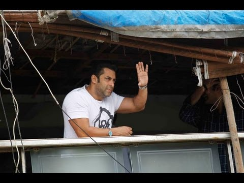 Salman Khan Meeting His Fans Outside His House Galaxy Apts Footage video