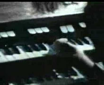 Keith Emerson stabs knives in his Hammond-1971