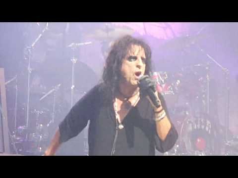 Alice Cooper - The World Needs Guts