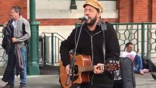 The Beatles, While my guitar gently weeps (Rob Falsini cover) - Busking in the streets of London, UK
