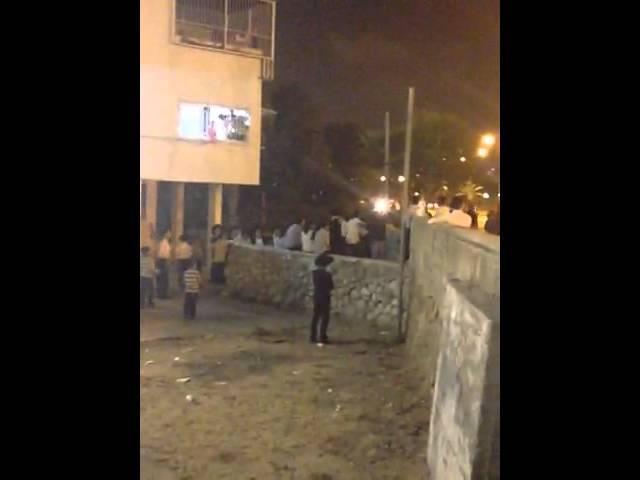 אשדוד: המונים בהפגנה נגד מעצר תלמיד ישיבה עריק בצומת בני ברית