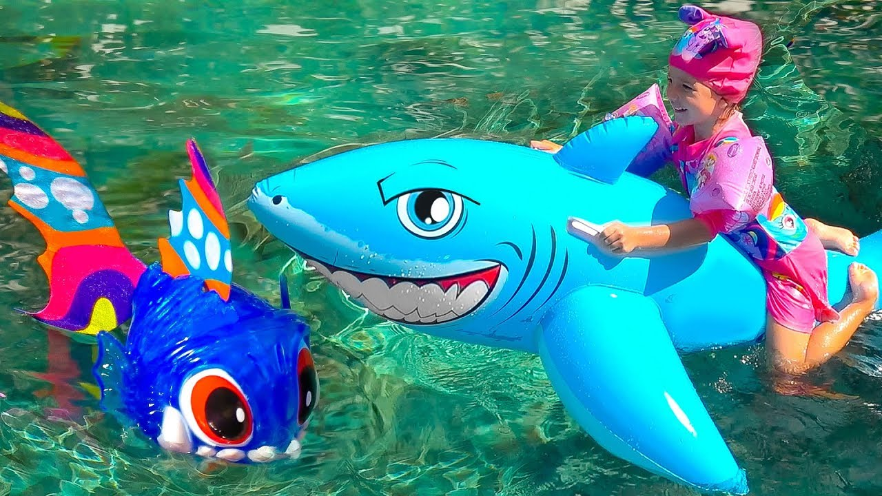 Baby Shark Toys For Kids Learn Colors With Wild Animals in Blue Water Pool