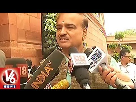 Union Minister Ananth Kumar Takes Dig At Congress For Alliance Talks With Other Parties | V6 News