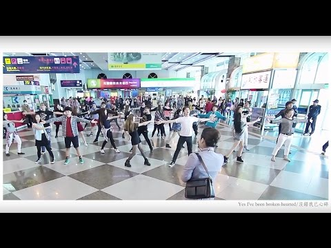 媽媽咪亞,超感人機場求婚 Best Surprise Flash mob Proposal at Kaohsiung Airport