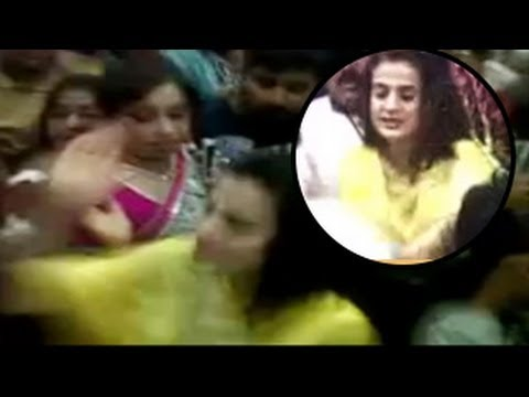 Ameesha Patel Groped In Public, Slaps Molester video