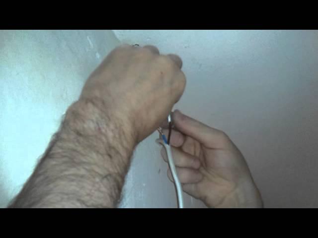 Electricista. Cómo empalmar dos cables paralelos mediante empalmes de doble gusanillo.