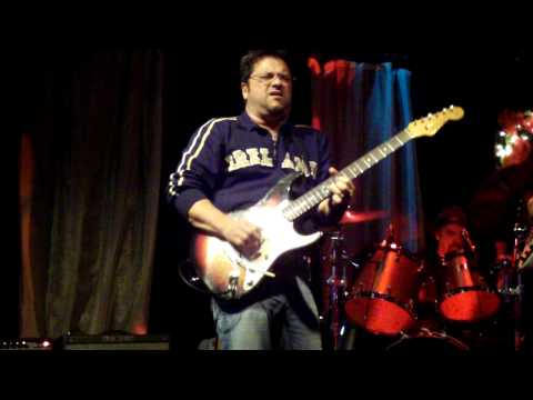 Brent Mason plays his Strat at 3rd and Lindsley
