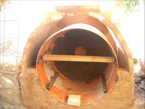 Construcci n de un horno de le a con barro y un tambor de for Como hacer un horno de lena de hierro