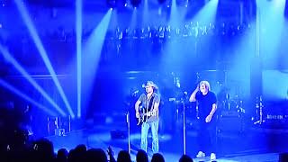 Download Lagu Jason Aldean& Bob Seger (Turn The Page) Crossroads Gratis STAFABAND