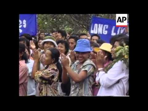 Cambodia - Garment workers strike over conditions