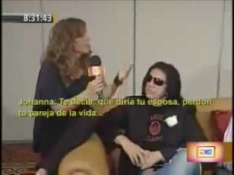 Integrantes de KISS intentan follar a entrevistadora en vivo