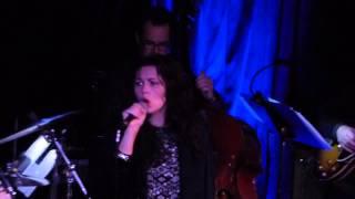 Watch Mandy Barnett Wayfaring Stranger video