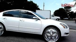 "White Nissan Maxima on 26"" DUB Esinem Floaters - HD"