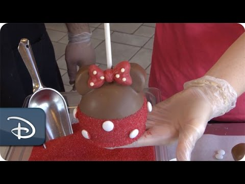 DIY: How-To Make a Minnie Mouse Apple at Candy Cauldron   Walt Disney World
