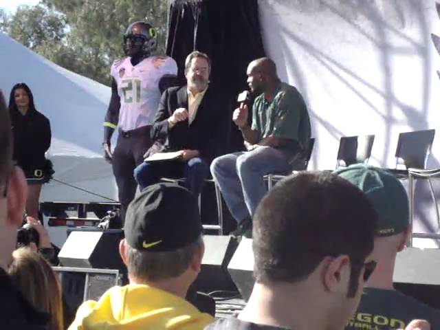 Former Oregon CB Jairus Byrd interviewed by Dan Fouts at Oregon forum 1-09-11