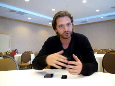 Interview with Nikita's Aaron Stanford - Comic Con 2013