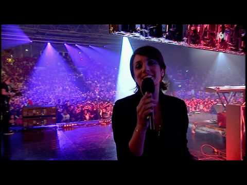 Akon - Smack That and Right Now (Royal Albert Hall RockCorps...