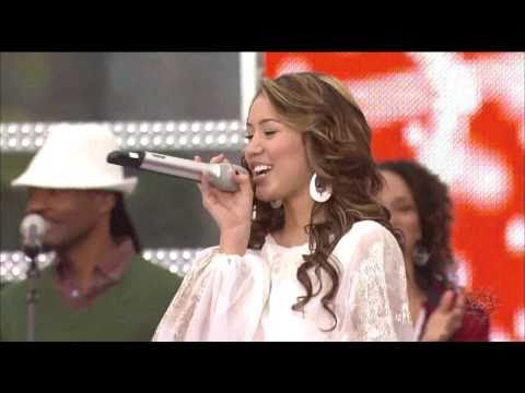 Miley Cyrus - All I Want For Christmas Is You (live)