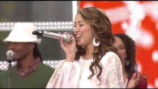 Клип Miley Cyrus - All I Want For Christmas Is You (live)