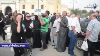 صدى البلد | شاهد.. انهيار طليقة وائل نور اثناء تشييع جثمانه بالسيدة نفيسة