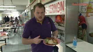 Mat Salleh blogger gets first taste of Nasi Beringin