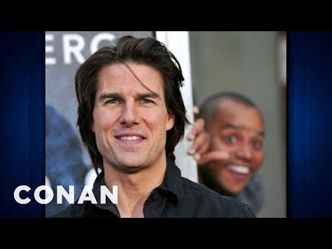 Donald Faison Photobombed Tom Cruise