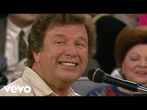 Bill & Gloria Gaither - The Family Of God [live] video