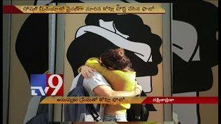 Kohli Anushka hug goes viral!
