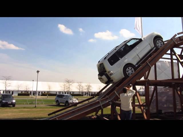Lara Hoffmann in Gefahr...auf dem Autoparcours der RLP-Ausstellung 2014