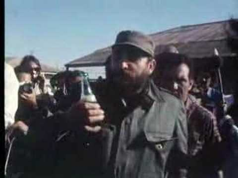 Thumbnail of video Fidel Castro boit du Coca-Cola/Fidel Castro drinks Coca-Cola