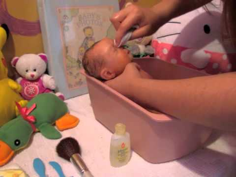 How to bathe your silicone baby