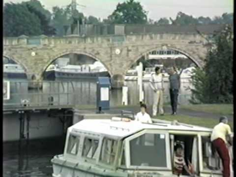 Chertsey / Surrey Thames Bridge and Lock 1988