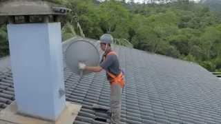 sky montagem de antena pegando sinal.